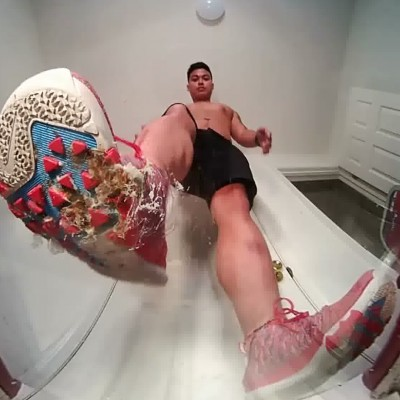 VR Virtual Reality Mike Roach UG